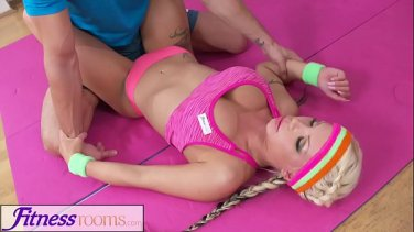 loveherfeet foot worshiping yoga class